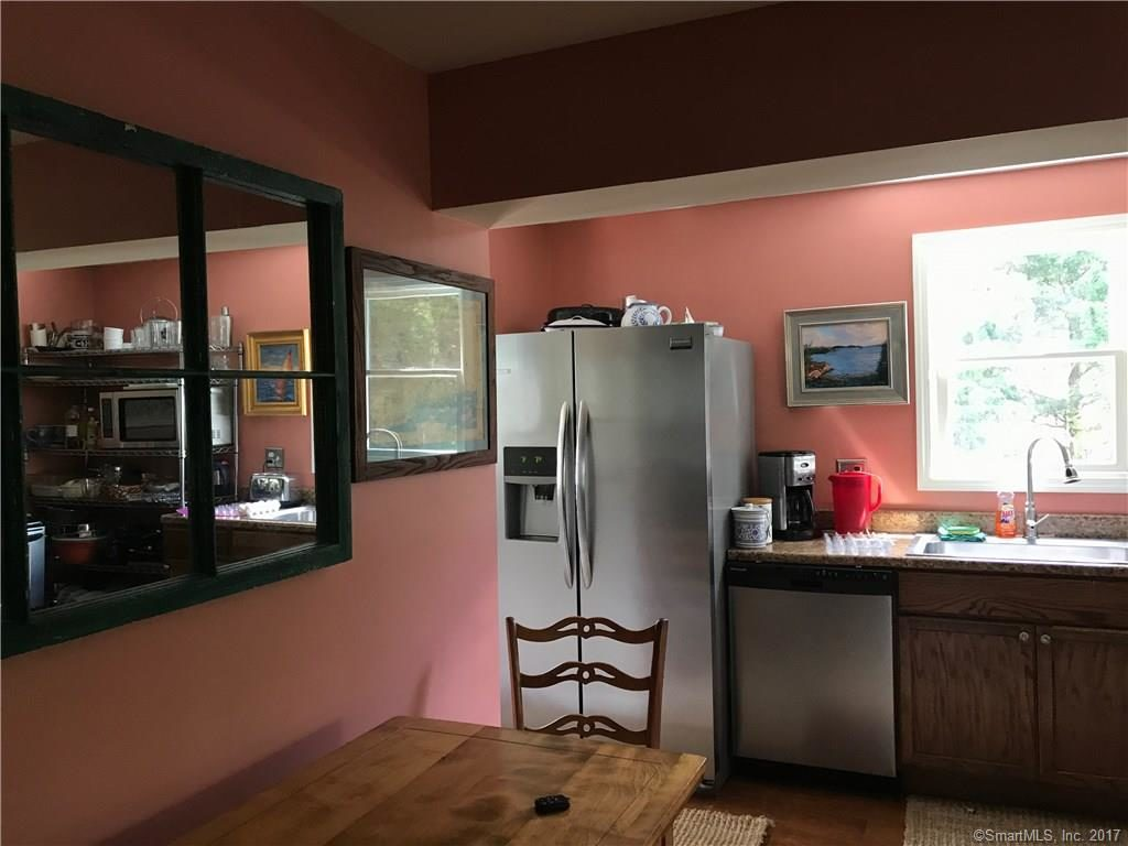 Eat in Chef's kitchen, screened-in porch, full washer/dryer, dishwasher